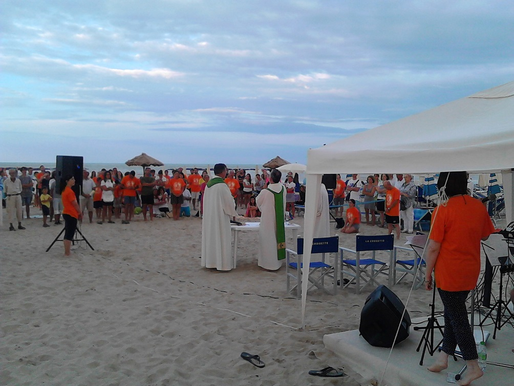 Messa in spiaggia per il turista