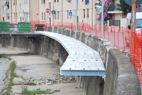 La pista ciclabile a sbalzo sul torrente Albula