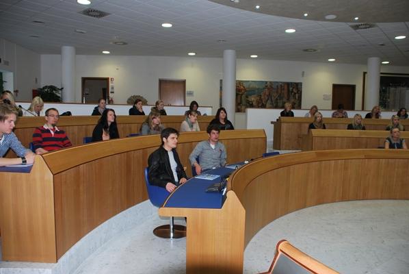 Alcuni degli studenti in sala consiliare