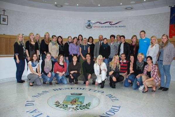 Il gruppo di studenti con il sindaco Gaspari