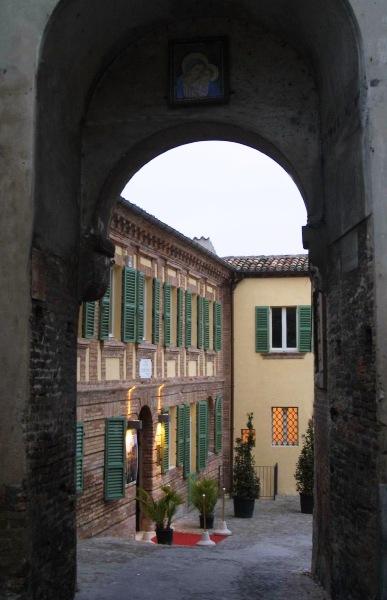 L'arco da cui ammirare l'entrata del Palazzo