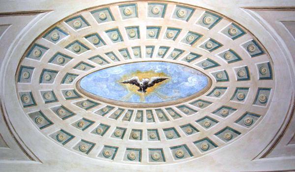 """La rappresentazione dello """"Spirito Santo"""" sullo stipite dell'ingresso dell'Archivio"""