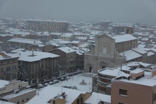 Piazza Nardone innevata (foto di S. Gaetani)