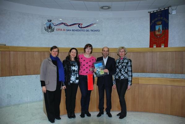 Il vice sindaco Fanini con le docenti lituane