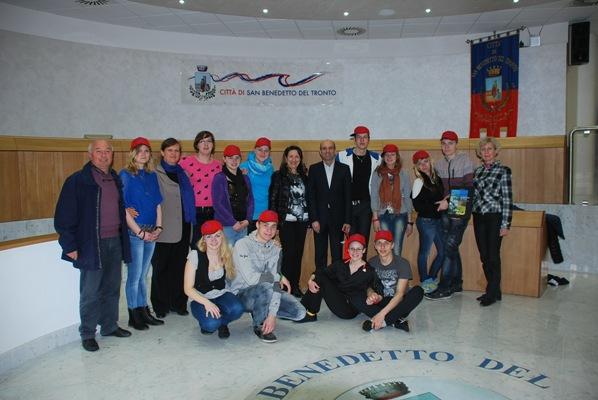 Il vice sindaco Fanini con gli studenti e i docenti lituani