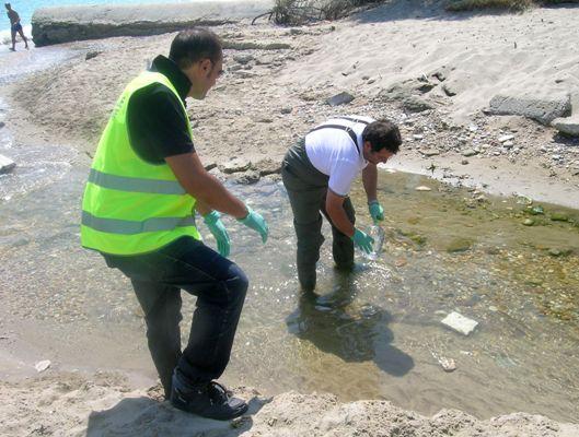 Alcuni momenti dei controlli effettuati sul fosso collettore in zona Sentina