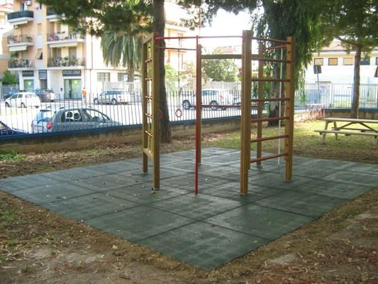 """I nuovi giochi nel giardino della """"Piacentini"""""""
