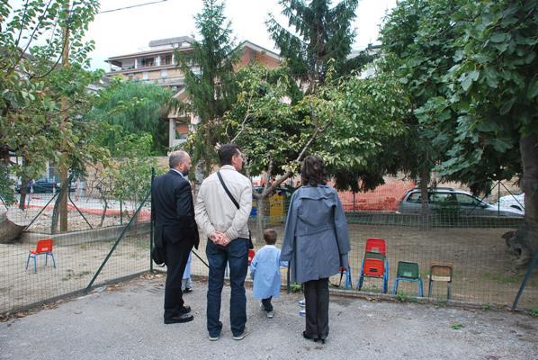Il sopralluogo nella scuola dell'infanzia di via Puglia