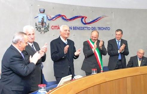 Un momento della cerimonia del Premio Truentum 2011