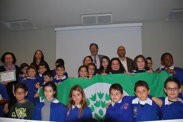 I bambini degli ISC cittadini ricevono le Bandiere Verdi