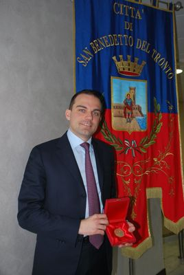 """Alcune foto della cerimonia di premiazione del """"Truentum"""" al dr. Andrea Novelli"""