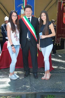 Giovani diciottenni di Cossignano con il sindaco Roberto De Angelis