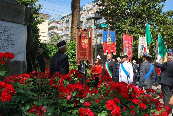 Alcuni momenti della cerimonia del 2 giugno 2015