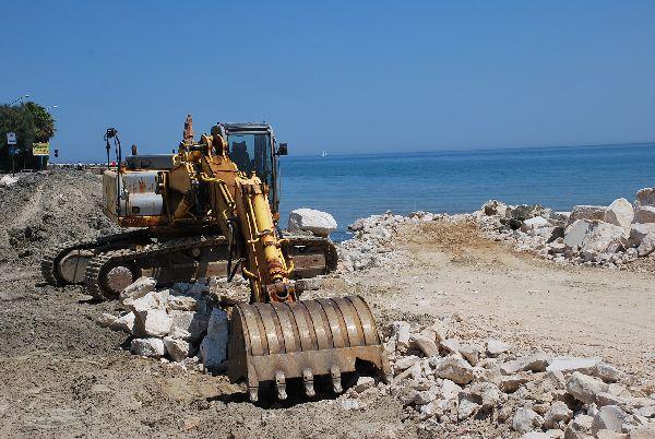 I lavori in corso alla foce dell'Albula