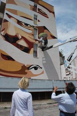 Le foto della realizzazione del murale in zona Agraria