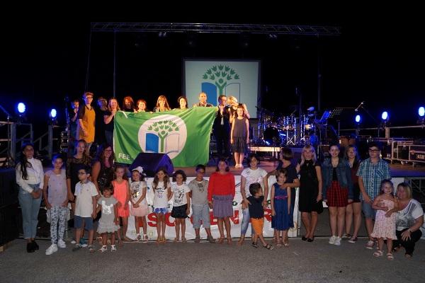 Alcune foto della cerimonia di consegna delle bandiere blu e verdi eco - schools