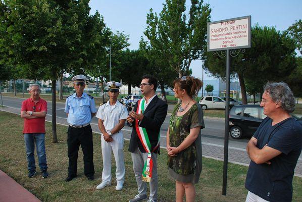 Alcune immagini della cerimonia di scoprimento delle targhe di Largo Iotti e Piazzale Pertini