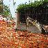 I lavori di rimozione del chiosco di via Monfalcone