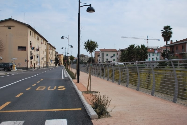 La pista ciclabile in via Manara