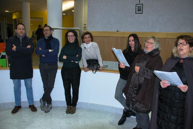 Alcuni momenti della visita dei cantori in Municipio