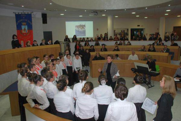 La cerimonia in sala consiliare
