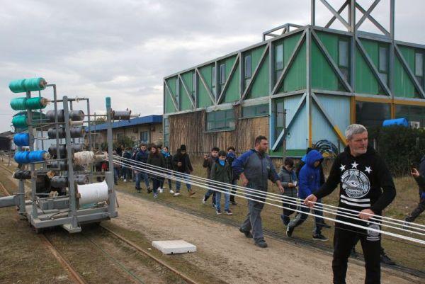 La visita degli studenti alla Perotti cavi