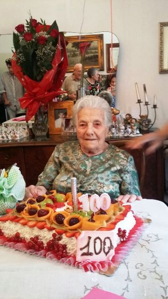 Nonna Annina festeggiata dal sindaco Piunti