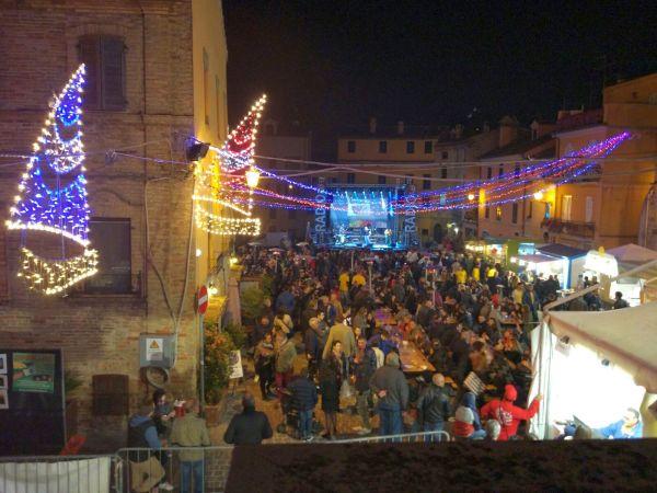 piazza Piacentini gremita durante la festa