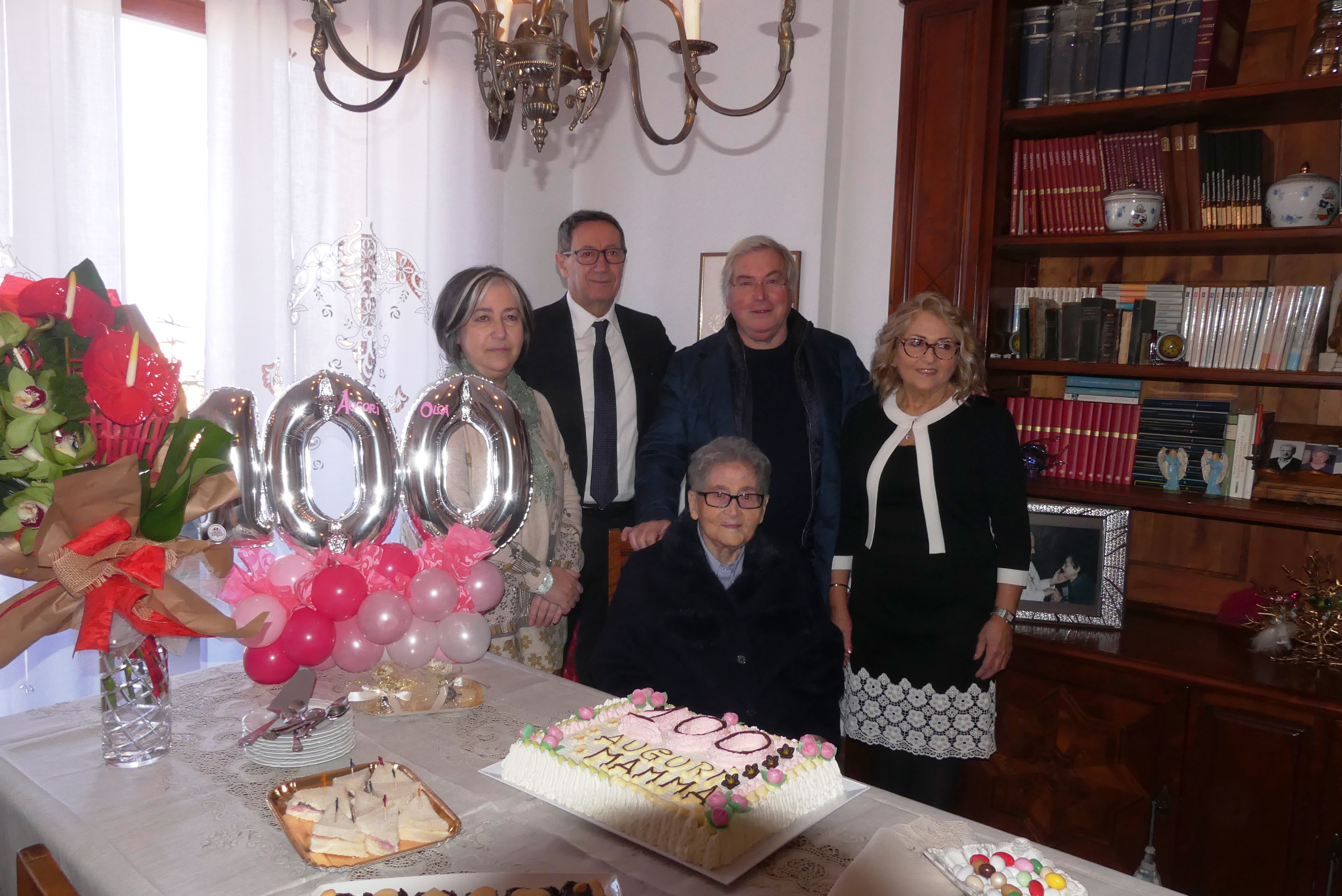 La signora Papetti festeggiata per il suo 100esimo compleanno