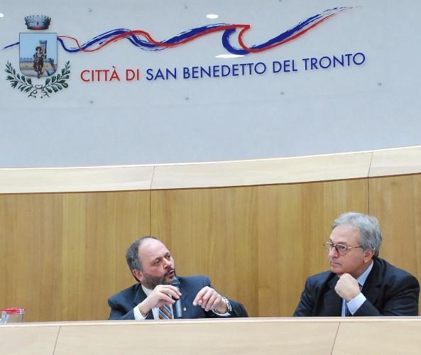 Il Presidente Spacca e il Sindaco Gaspari in conferenza stampa