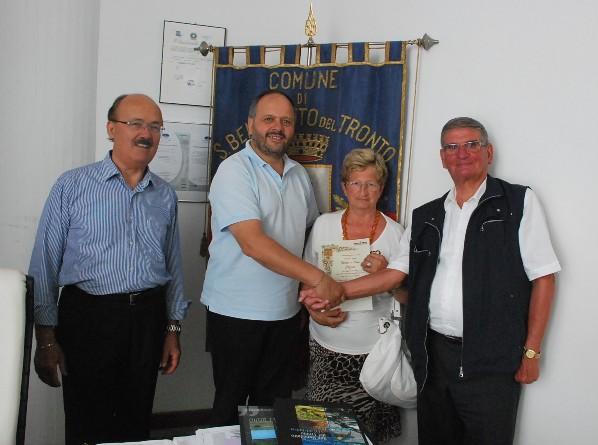 I coniugi Cozzini con il sindaco Gaspari e Umberto Carboni