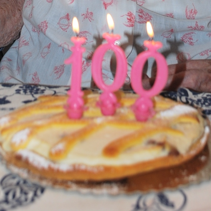 Nonna Angela soffia su 100 candeline