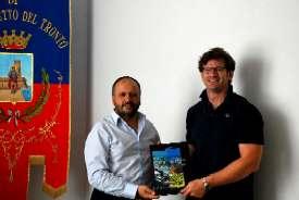 team manager della nazionale italiana di rugby, Carlo Checchinato, ricevuto dal Sindaco