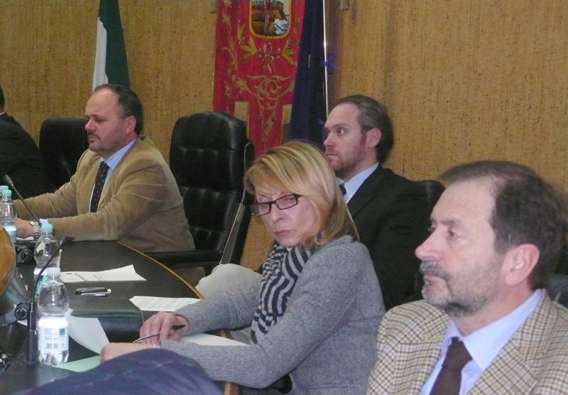 Il sindaco Gaspari e l'assessore Emili durante una seduta di Consiglio Comunale