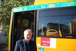L'assessore Settimio Capriotti alla presentazione dei 3 nuovi autobus a metano