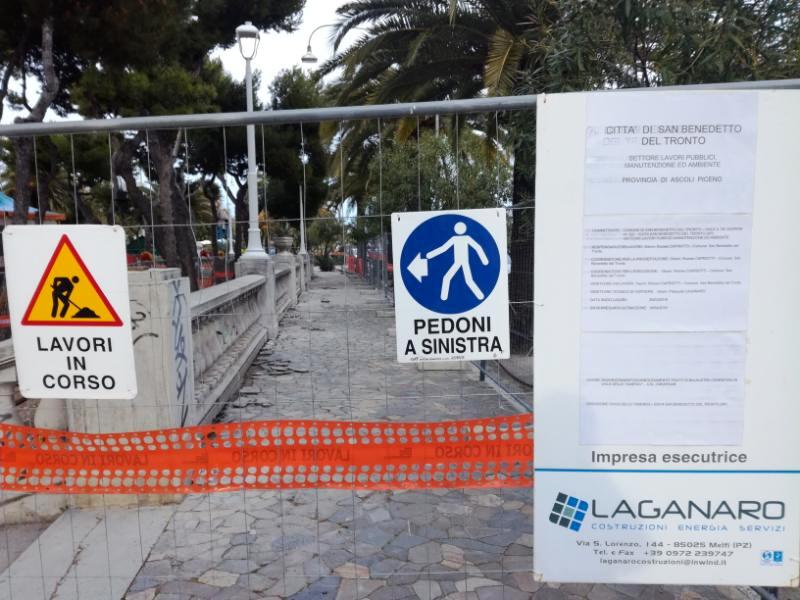 In corso i lavori di messa in sicurezza della balaustra di viale delle Tamerici