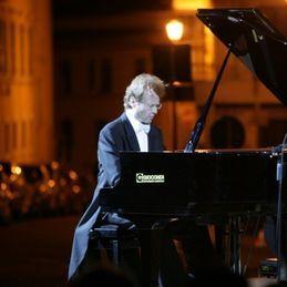 """Il pianista Ferrini esegue Chopin per la """"Stagione dei concerti"""""""