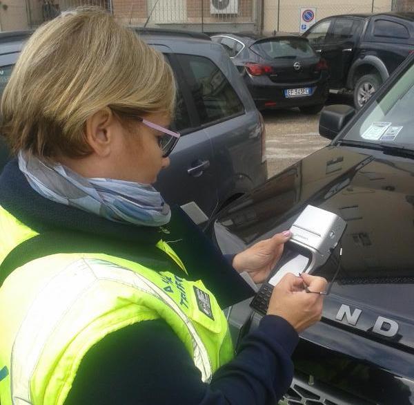 L'AMS digitalizza le multe sui parcheggi a pagamento