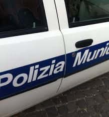 Operazione contro il commercio illegale, Polizia municipale messa a dura prova al mercato