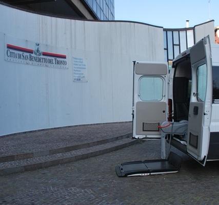 Nuovo automezzo per il trasporto disabili