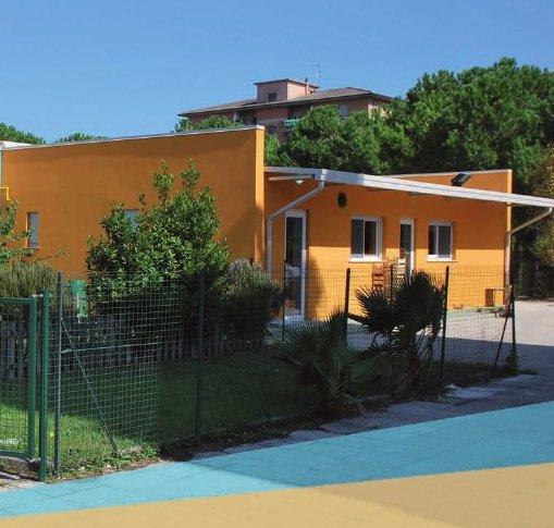 Scuola di via Mattei, festa con canti e musica per l'inaugurazione