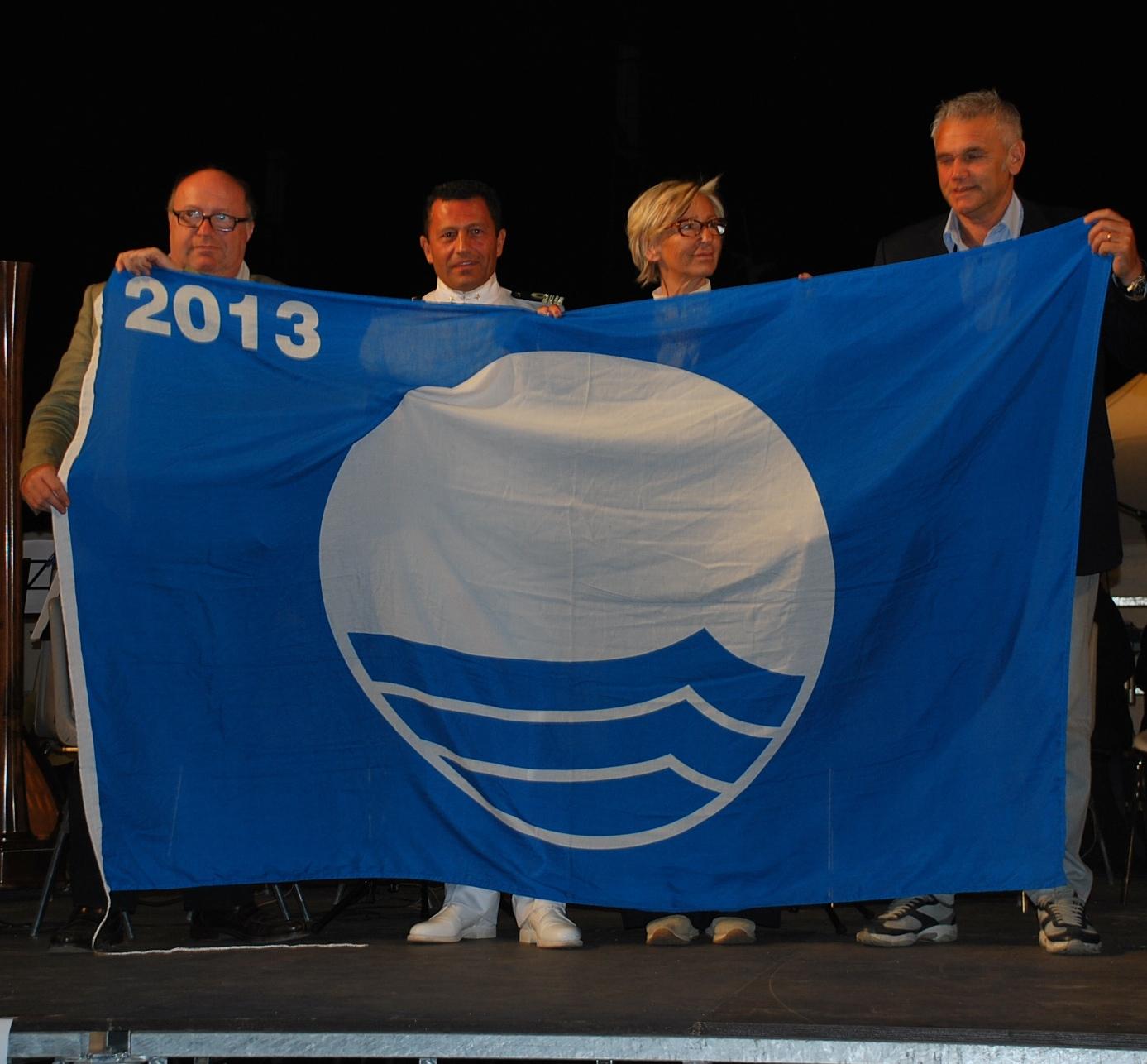 Consegnate le bandiere blu e verdi eco - schools